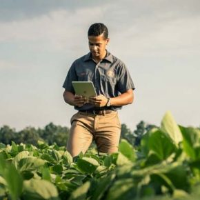 Benton Report Farmer on Tablet
