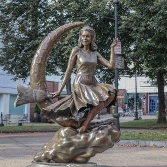 Bewitched statue in Salem, MA