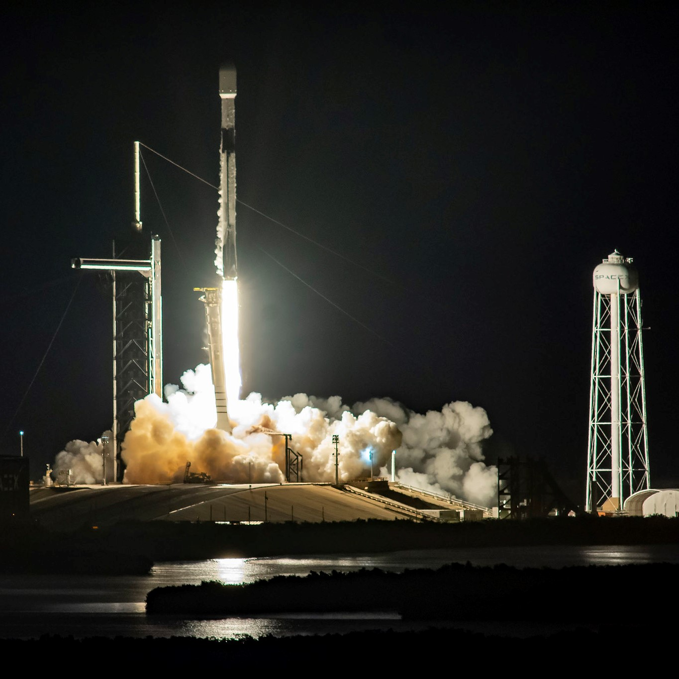 Soon to Be Competitors SpaceX, Amazon Spar Over Satellite Broadband