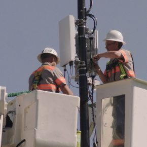 verizon 5g tower workers